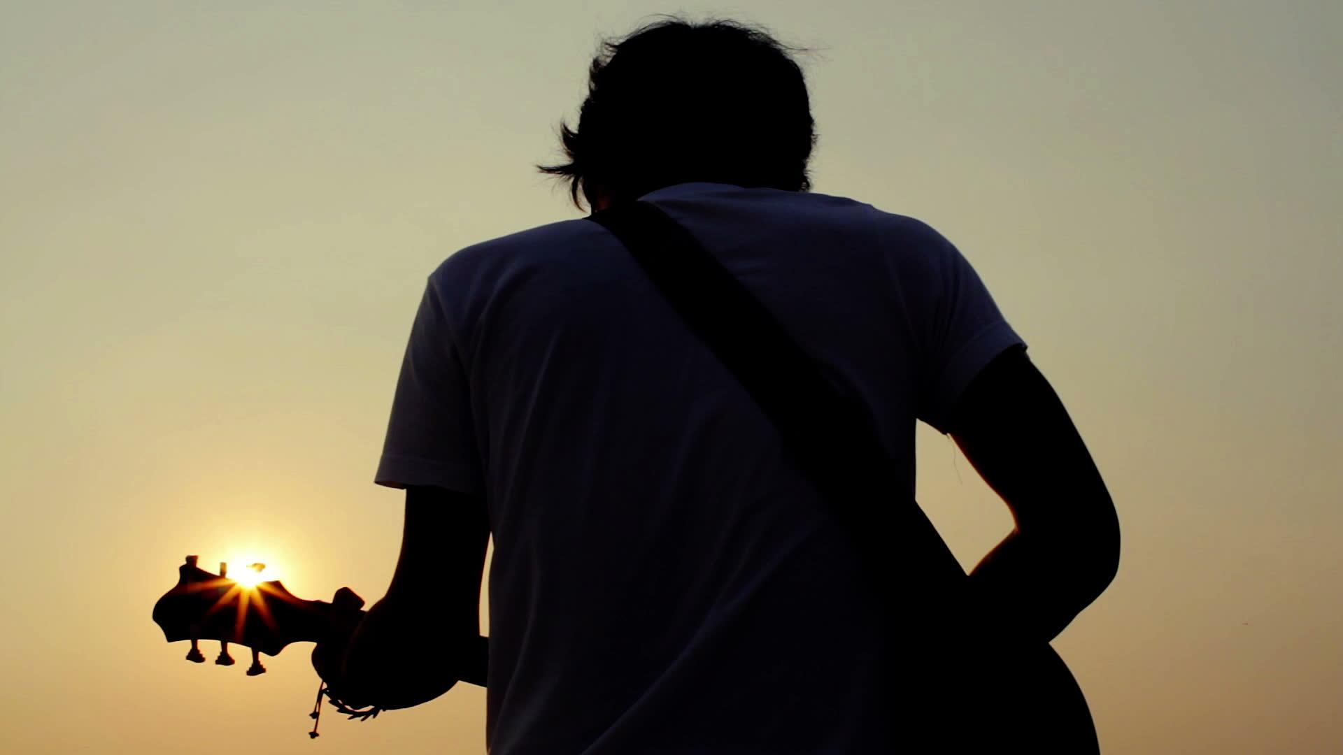guitariste de dos